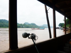 Laos : sound mikes on the boat